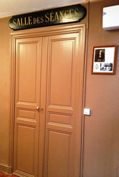 La porte d'entrée de la salle des académiciens
