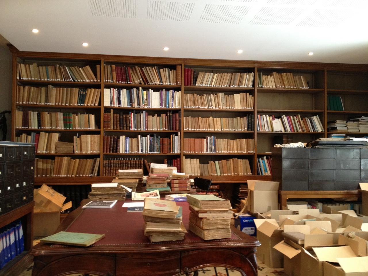 La biblioth que et ses cartons pleins de livres - Livraison de livre ...